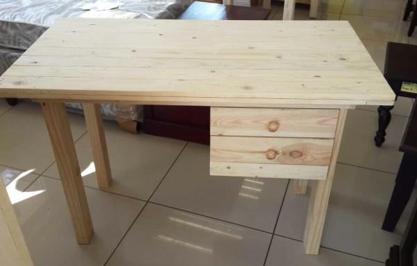 Pallet 2 Draw Desk