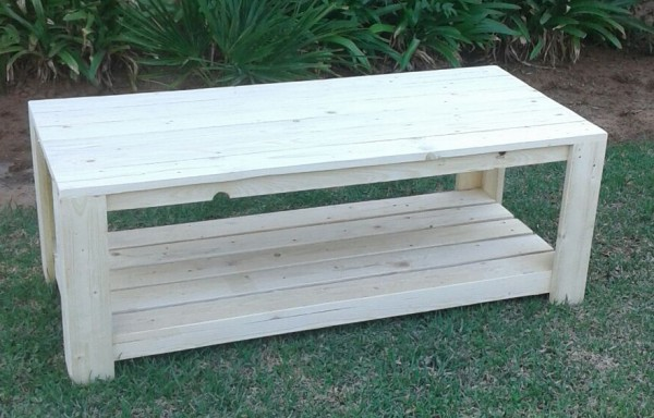 Pallet Coffee Table – Shelf