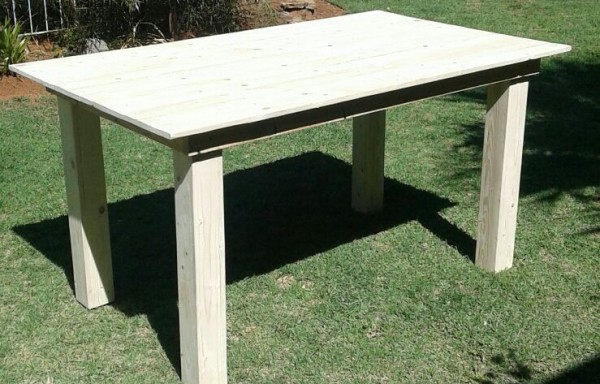 Pallet Table 1500 x 900